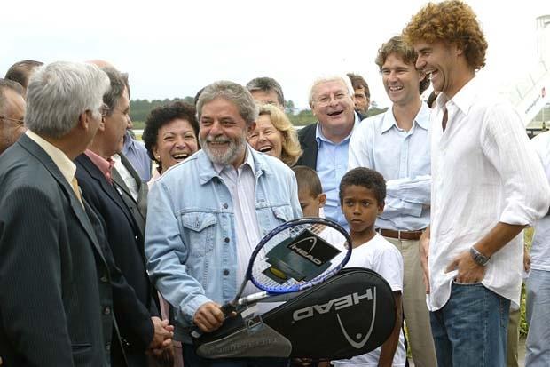 Campeão, o tenista Gustavo Kuerten presenteou-o com uma raquete e nunca mais foi o mesmo.